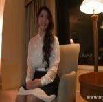 上品なスレンダー人妻が薄暗いホテルで電マ攻めにエロ声で絶頂